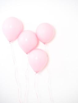 Воздушный шар розового цвета пастель на сером