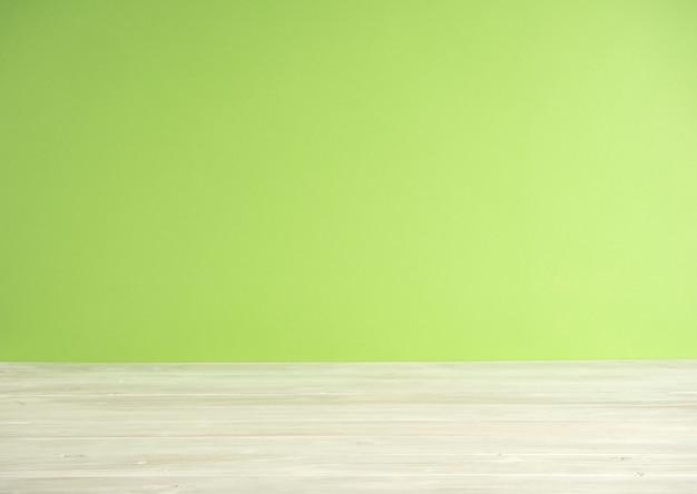 木製の床と緑のぼかしの背景