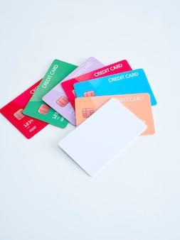 異なる銀行のクレジットカード
