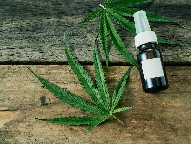 瓶の中の抽出油を使った大麻