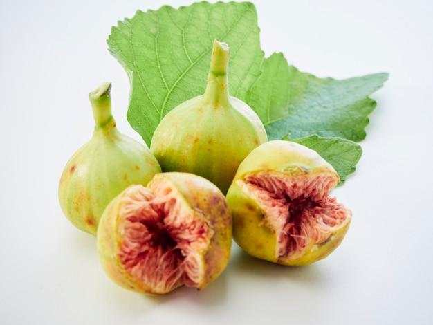 イチジクの葉と果物