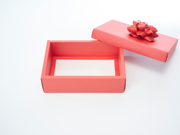 赤いリボンのギフトボックス