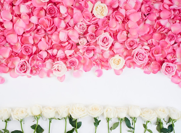 ピンクのバラで作られた花のフレーム