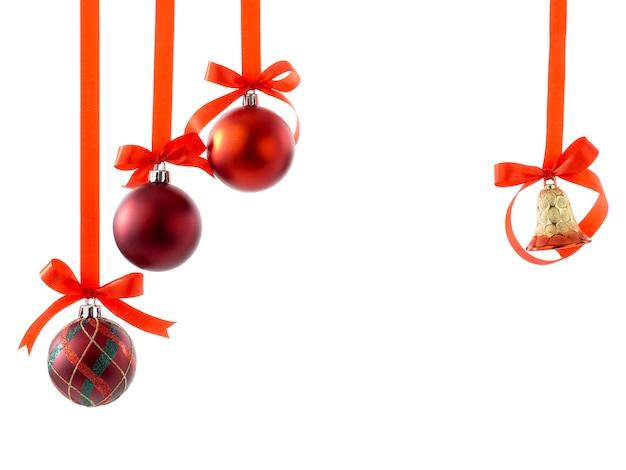 リボンと白い弓のクリスマスボール