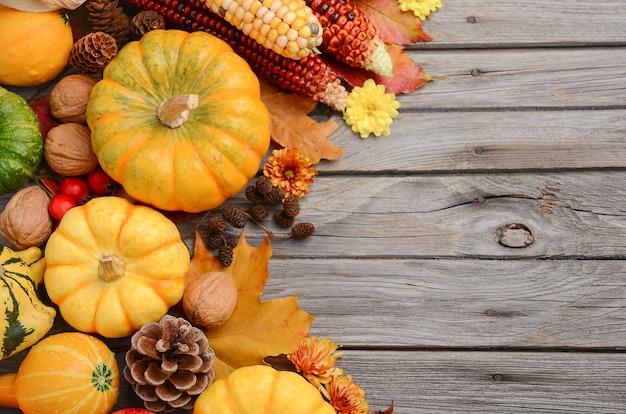 カボチャ、平面図、コピースペースと秋の背景。