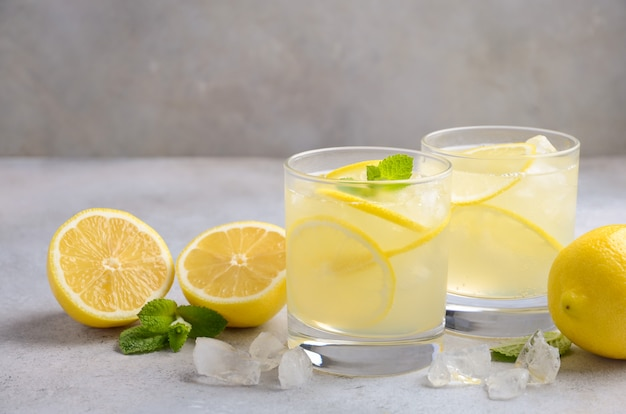 Лимонная капля коктейль.