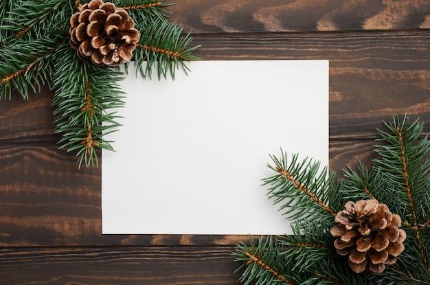 モミの枝とコーンのクリスマス