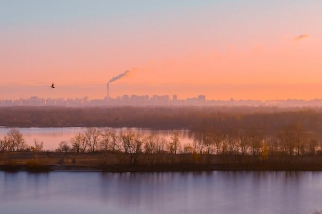 川に架かる街の美しい景色