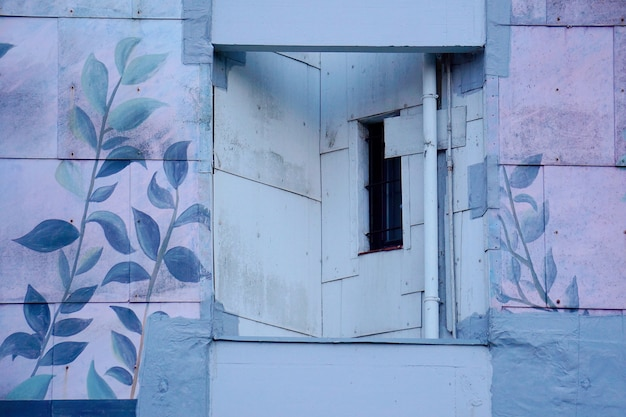 Окно в здании
