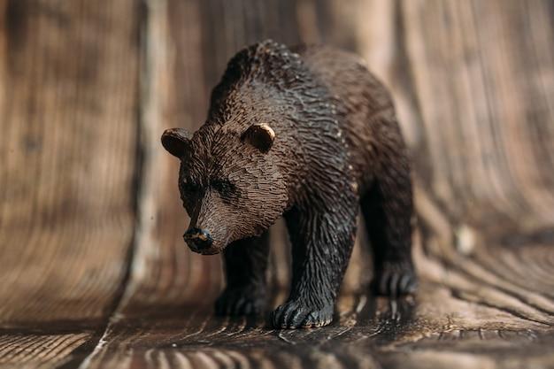 木製のおもちゃのヒグマの図