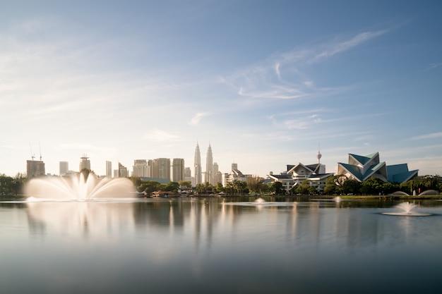 クアラルンプールのチティワンサ公園のクアラルンプールのスカイラインと景観。マレーシア。