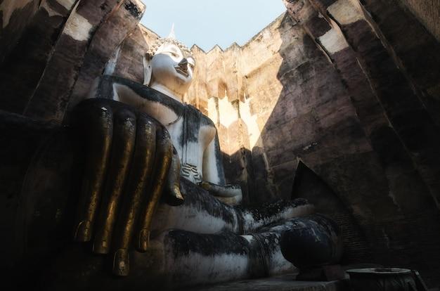 スコータイ県、タイのスコータイ歴史公園で古代の大仏。