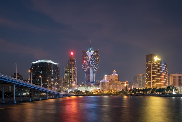 Изображение макао (макао), китай. здание небоскреба гостиницы и казино в центре города в макао (макао).