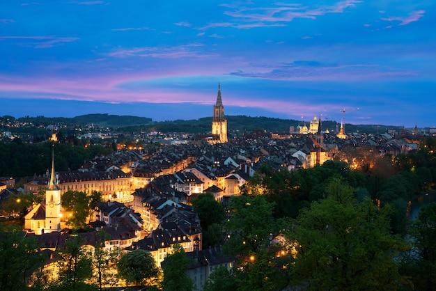 Берн. изображение берна, столицы швейцарии, во время драматического заката.