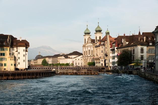 Люцерна. изображение люцерна, швейцария во время захода солнца.