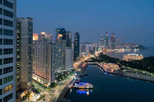 海雲台ビーチの夜景。海雲台ビーチは韓国で最も人気のある釜山のビーチです。