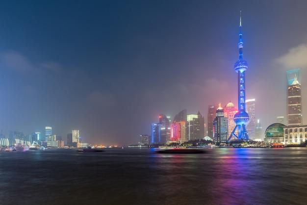 Шанхай городской горизонт ночью в шанхае, китай