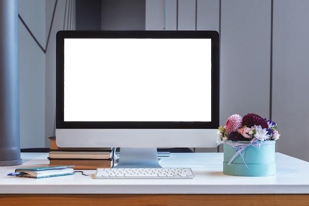 テーブル、空白の画面、モックアップでの監視