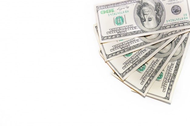 お金ファン。白い背景にはドルのスタック。百ドル紙幣の束。