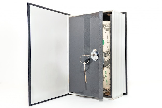 白い背景に隔離された金庫のドル紙幣。金庫で金庫を開ける。