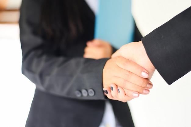 握手のコンセプト