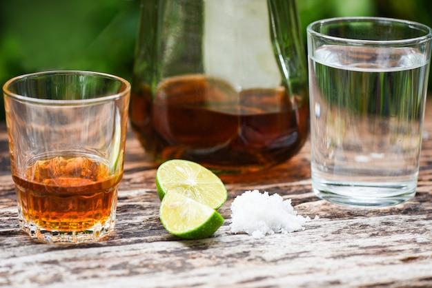 アルコール飲料、レモン、塩