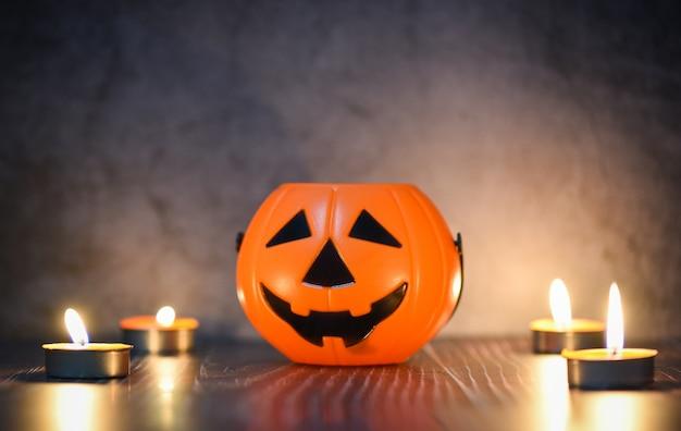 Хэллоуин фон при свечах оранжевого цвета, украшенные праздничные дни