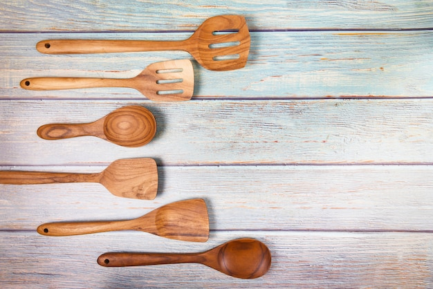 自然なキッチンツール木材製品/キッチン用品背景スプーン付き