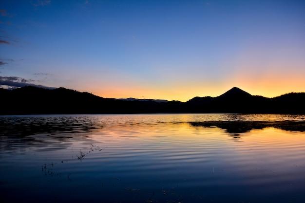 風景の夕日