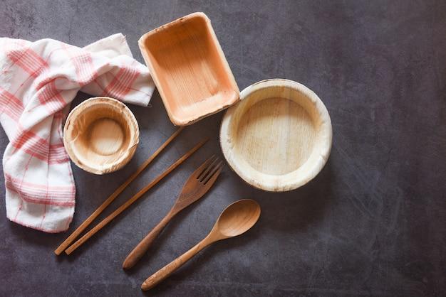 ヤシの葉やビンロウのエコフレンドリーな使い捨て食器