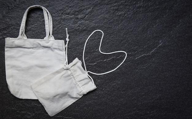 Белая сумка из натуральной ткани