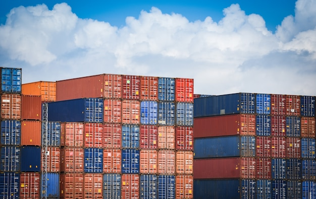 Контейнеровоз в экспорте и импорте бизнеса и логистики