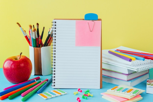 学校、仕事、学童文房具の職場、青のノートに戻る