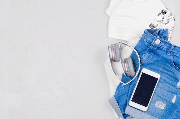 マリンスタイルでフェミニン若い女の子服のフラットレイアウトセット