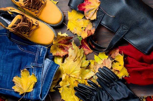 秋のスタイルで女性服のフラットレイアウトセット