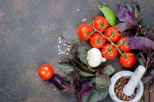 トマト、バジル、コショウのスパイス