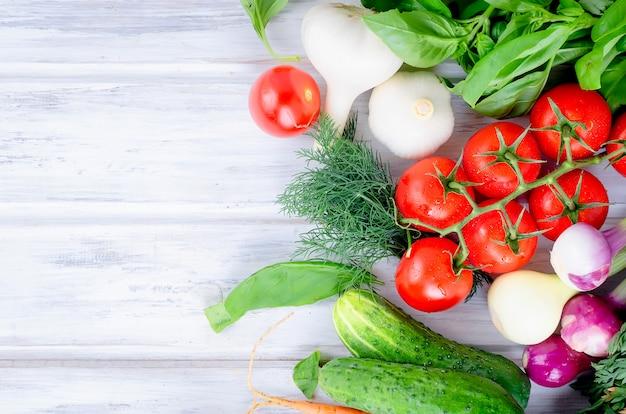 新鮮な夏の季節野菜がたくさん