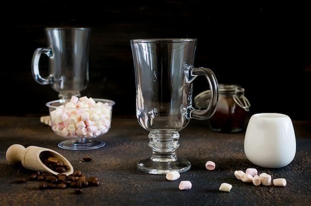 Две чашки кофе со льдом