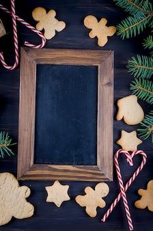 Рождественская композиция с пряниками на деревянный стол