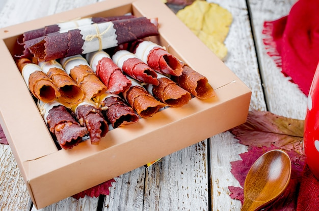 果物の多くの品種は、ギフトボックスの巻き物ロール