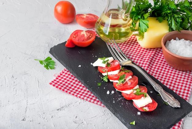 ソフトチーズとトマトのカプレーゼサラダ。