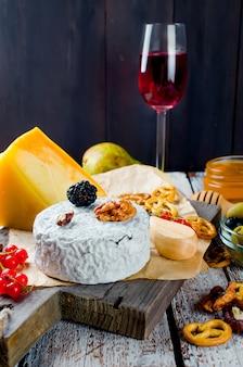 果実、スナック、ワインとカビとチーズ