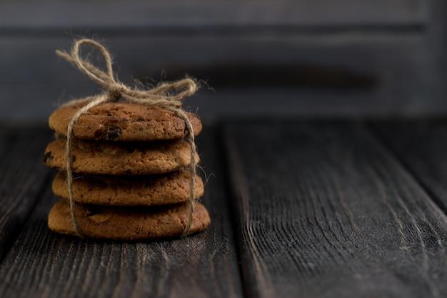 古典的なチョコレートチップクッキーアメリカのクッキートーンの写真素朴なスタイル