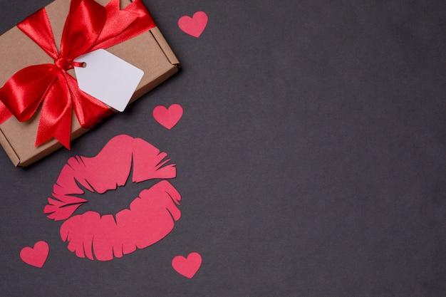 バレンタインデーロマンチックな黒の背景、ギフトタグ弓、キス、プレゼント、愛、心