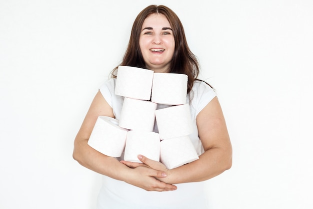 女性、少女、トイレットペーパーを抱きかかえたロール、家、用品