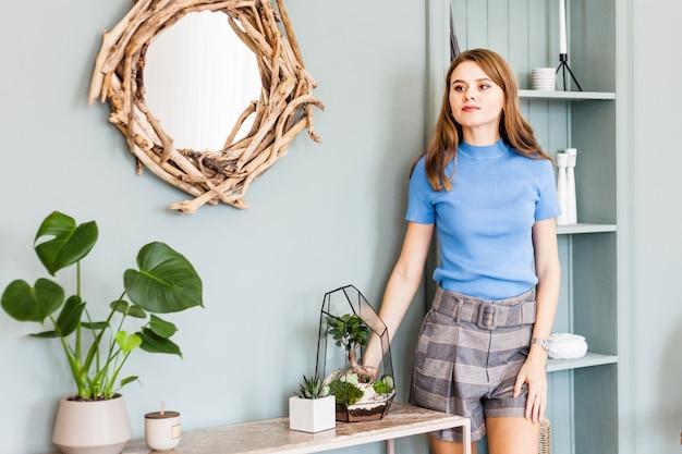 Портрет девушки в интерьере, флорариумы в интерьере, интерьерные решения, бизнес и дом
