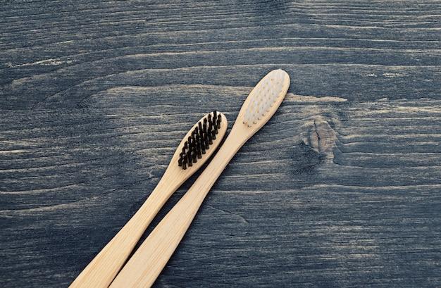 歯の手入れのための木製の歯ブラシ