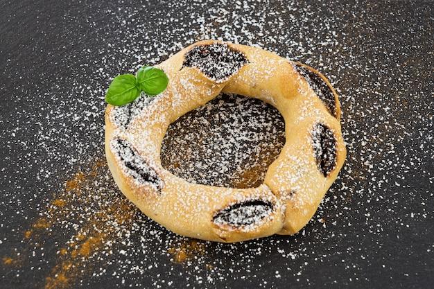 蜂蜜の輪はマルタの伝統的なクリスマスのデザートです