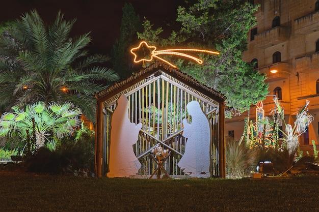 クリスマスの前夜に通りの装飾
