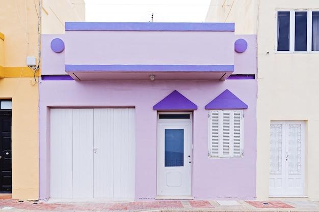 マルタの本物の典型的な夏の郊外の家